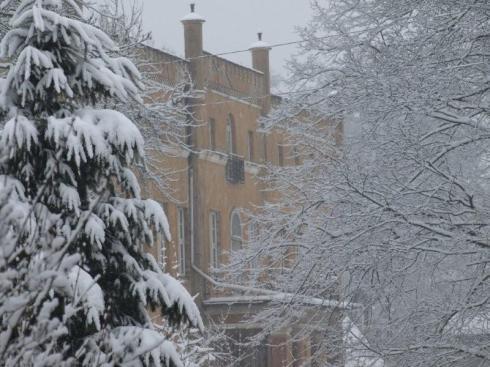 pałac w śniegu